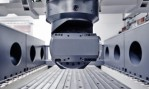 First gantry milling machine with dynamic toolchanger