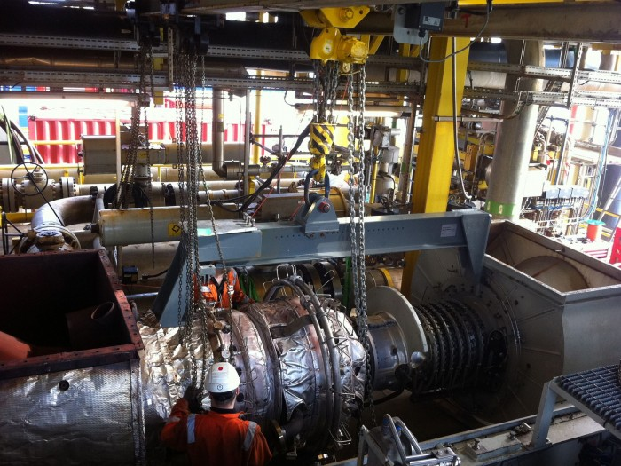 Routine maintenance of turbine in offshore conditions using single high performance J D Neuhaus air operated hoist.Photo by J.D. NEUHAUS GmbH & Co. KG